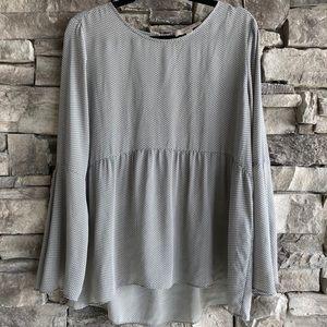 LOFT / bell sleeve empire cut flowy blouse